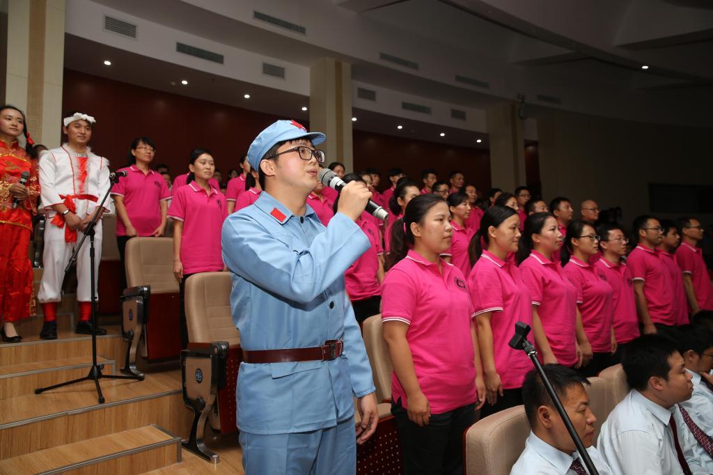 学院党委代表队合唱《弹起我心爱的土琵琶》、《拥军花鼓》-我校隆